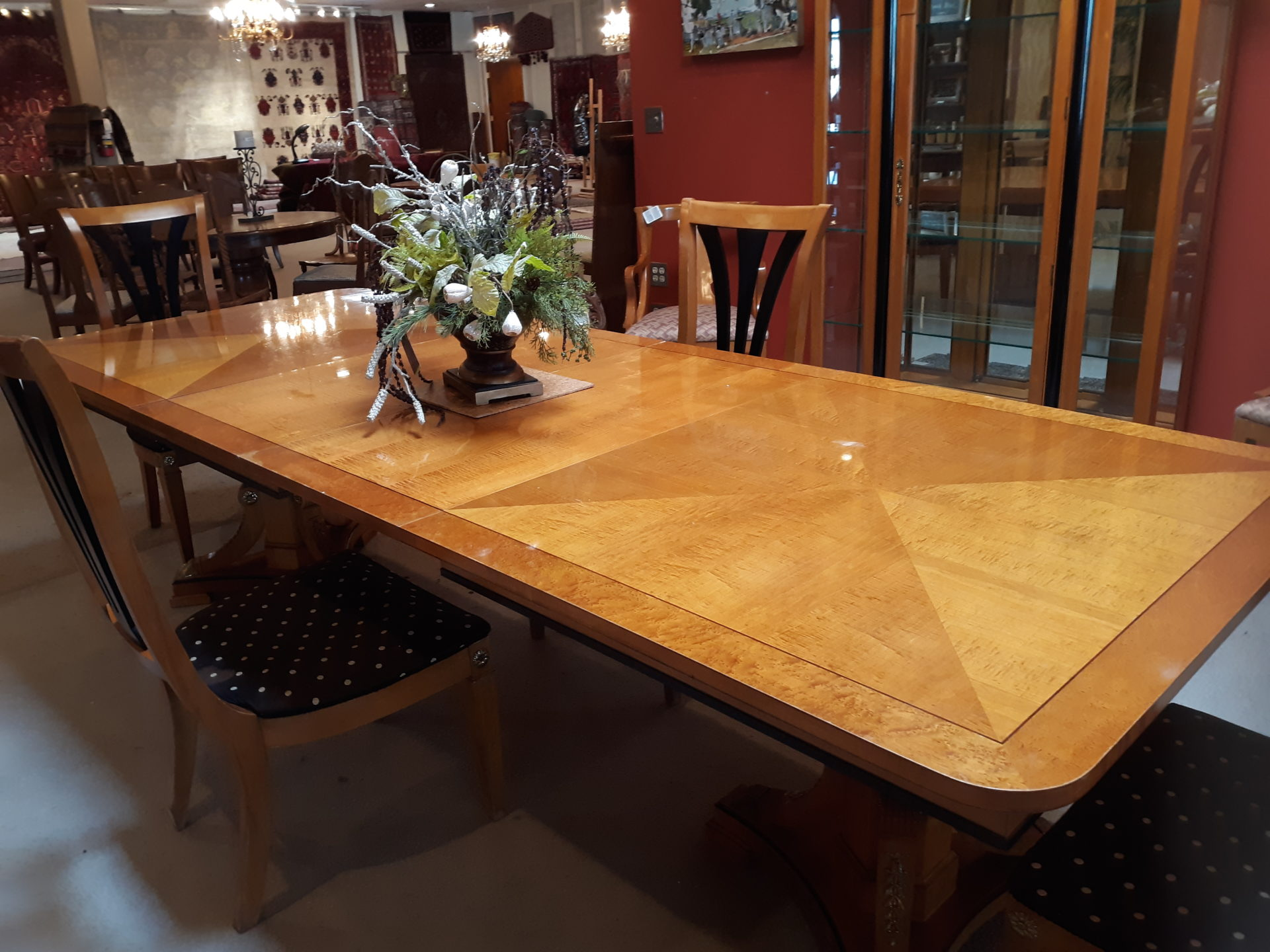 Neo Classic Dining room Table with 4 Chairs and Hutch